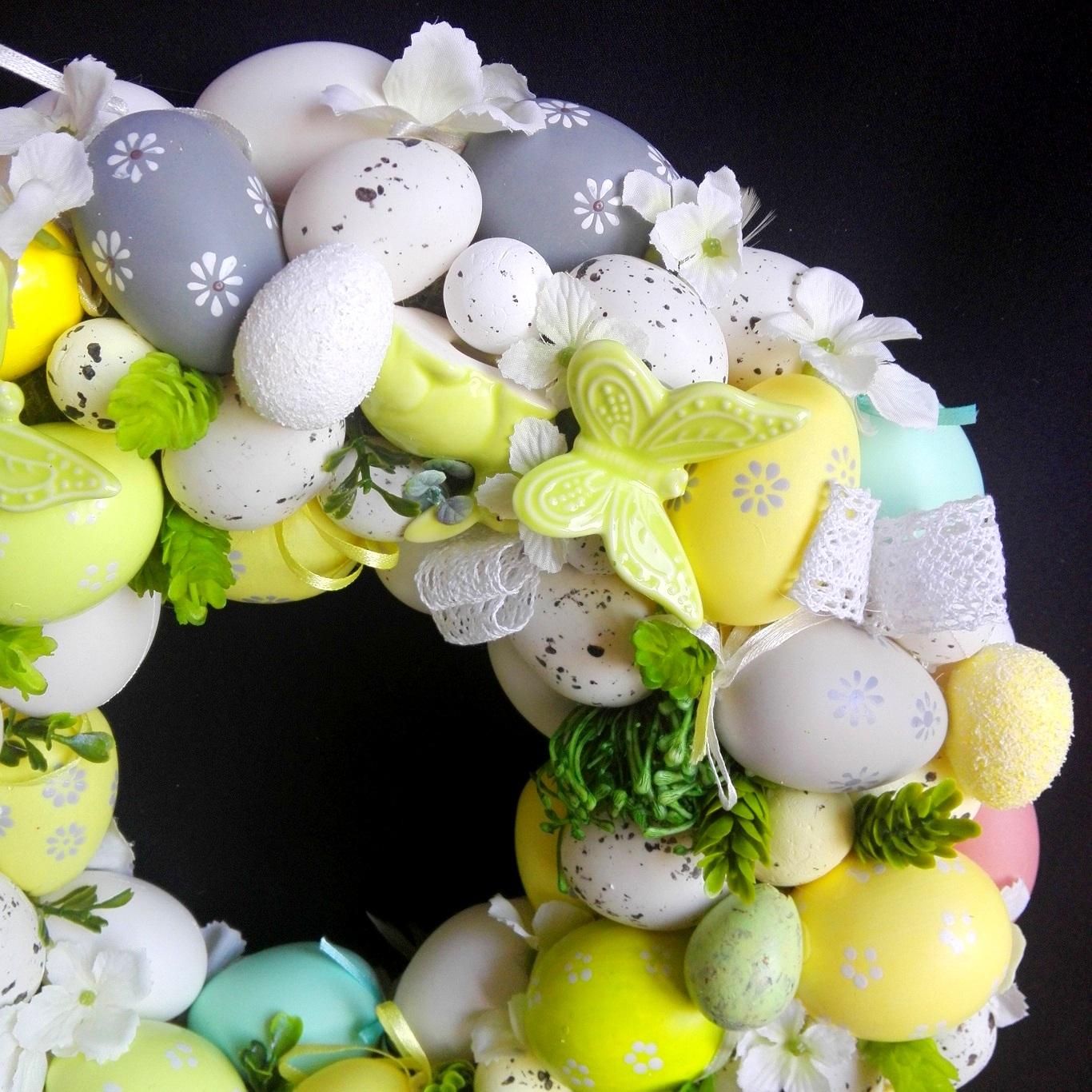 kompozycje na wielkanoc sztuczne kwiaty
