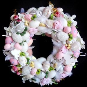 Wianek Wielkanocny z różowymi króliczkami