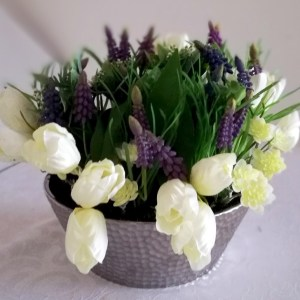 Wiosenny stroik szafirki i tulipany nr. 173