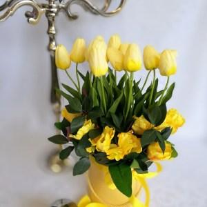 Żółte tulipany w żółtym pudełku nr. 176