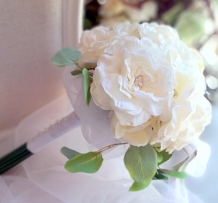 Biżuteryjny bukiet w bieli nr. 210