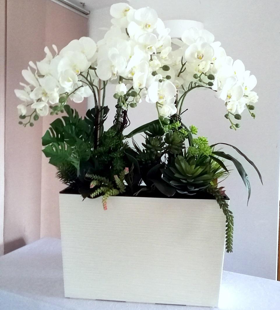 Białe storczyki w białej donicy nr 261