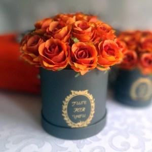 Flower box z pomarańczowymi różami M