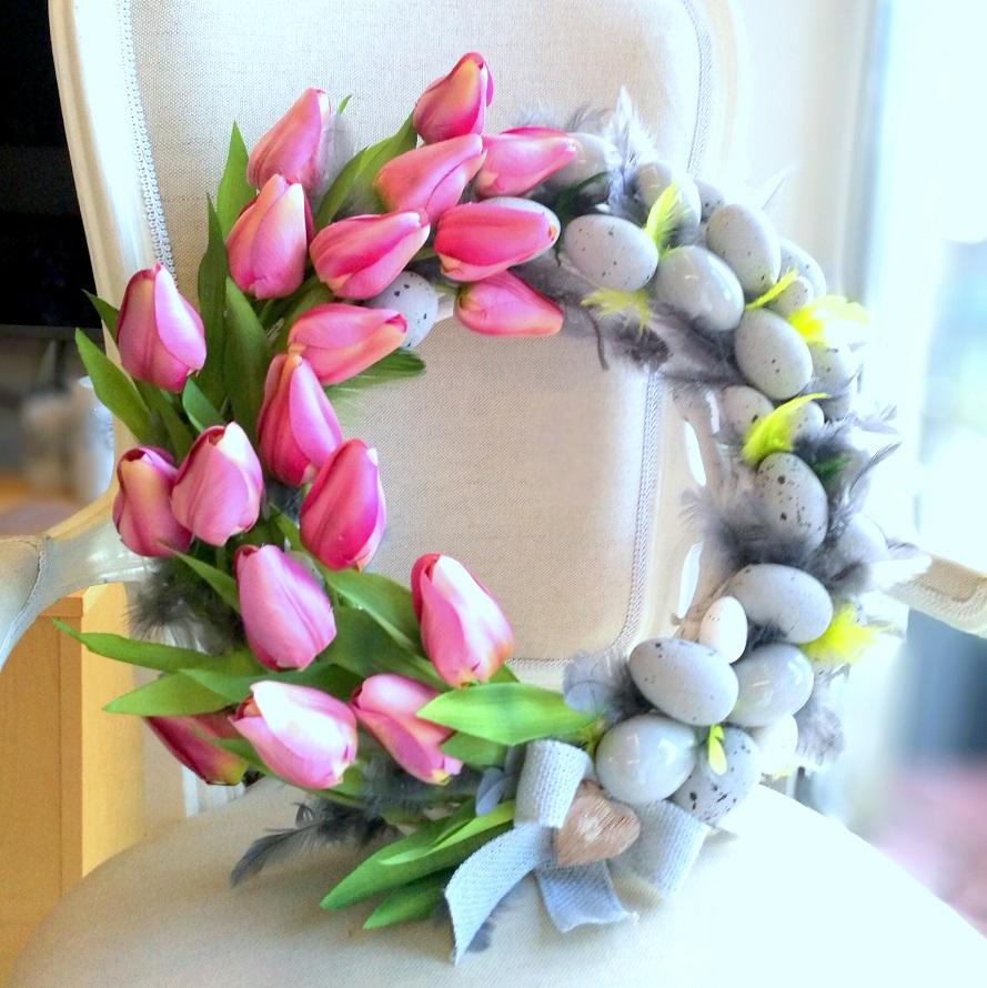 Wieniec Wielkanocny z tulipanami