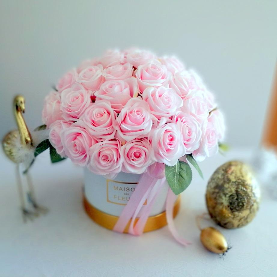 Flower box z pastelowymi różami nr 235