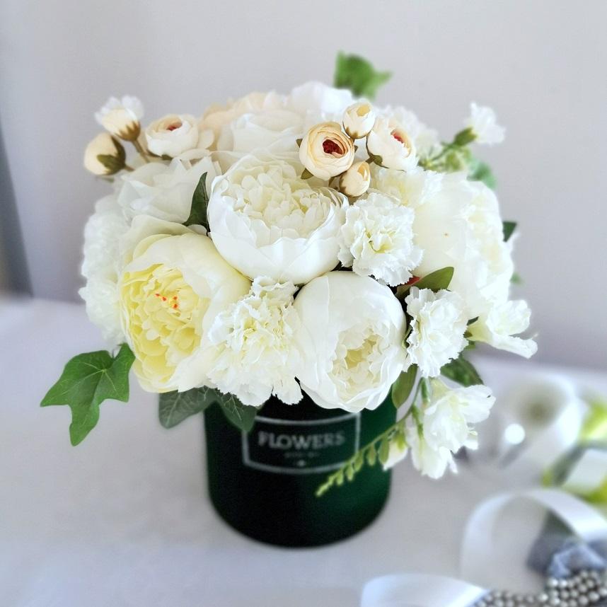 Flower box z białymi piwoniami nr 316