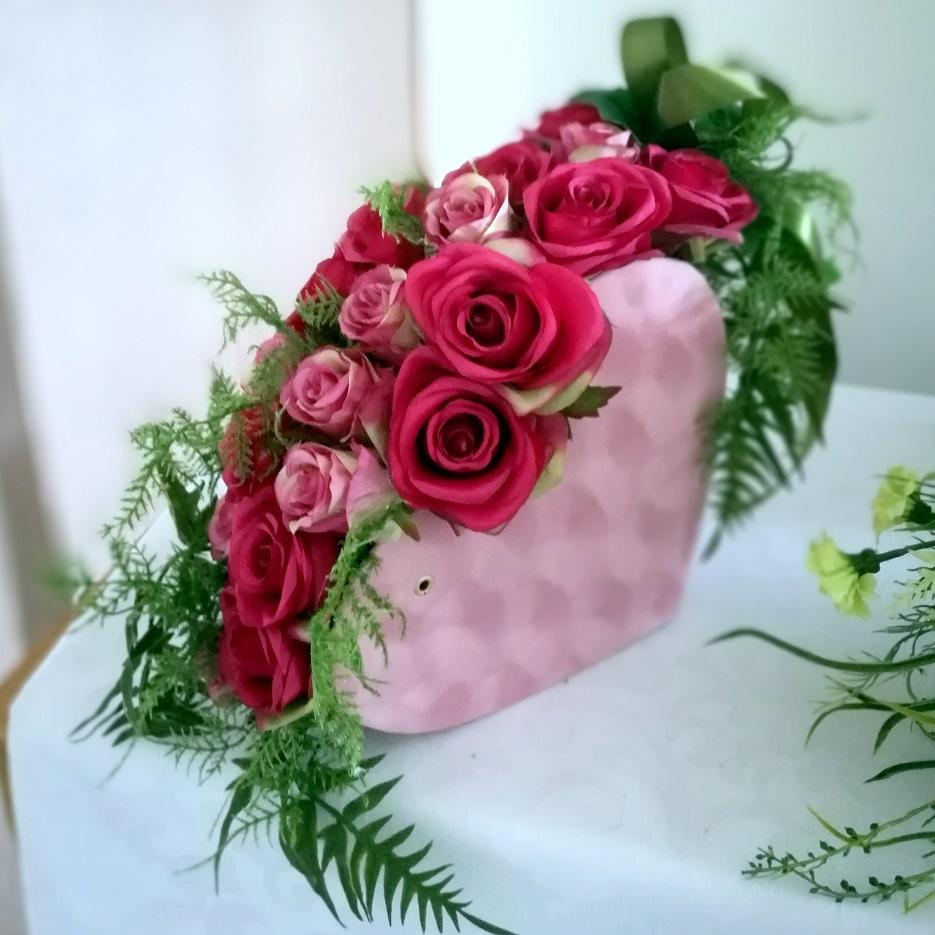 Flower box różowe serce z kwiatami nr 322