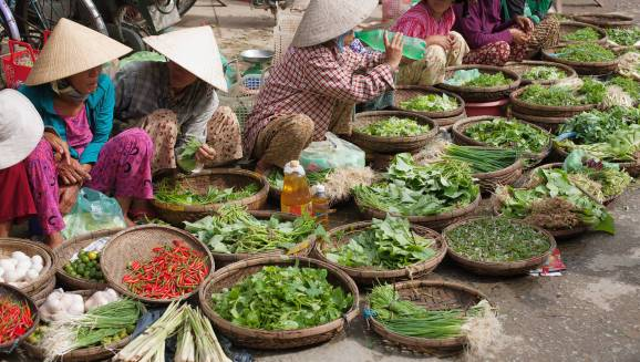 vietnam street food outdoor market