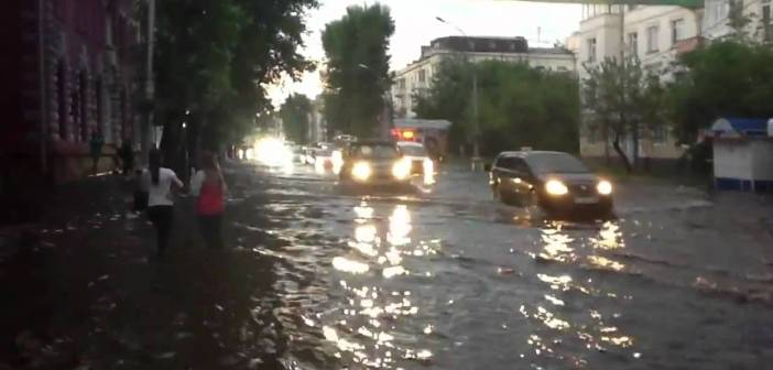 Just a guy wakeboarding down the main streets of Irkutsk