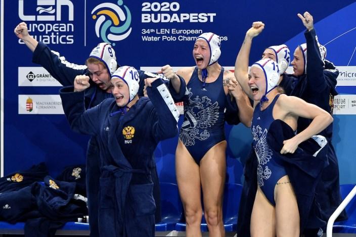 Russia players celebrate Budapest 23/01/2020 Duna Arena NETHERLANDS (white caps) Vs. RUSSIA (blue caps) Women Semifinal XXXIV LEN European Water Polo Championships 2020 Photo © Andrea Staccioli / Deepbluemedia / Insidefoto