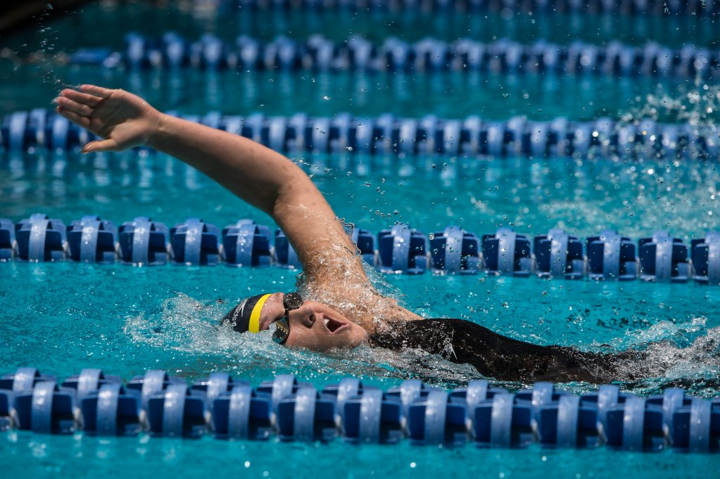 Elizabeth Pelton transitions from backstroke to breaststroke in the 200 IM.