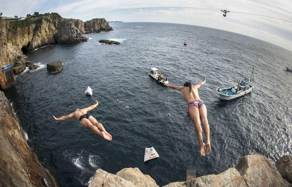 greg-louganis-orlando-duque-red-bull-cliff-diving