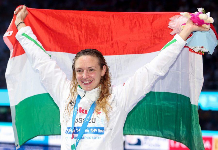 katinka-hosszu-hun-medal-flag-woot-2017-world-champs