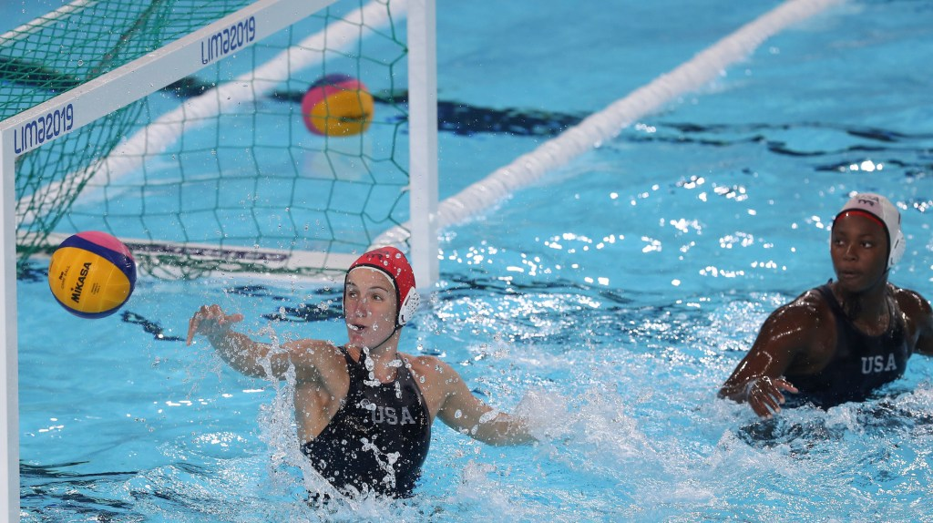 Lima, Thursday August 08, 2019 - Kiley Neushul (L) and Goalkeeper, Ashleig Johnson (R), from USA team play against players from Peru team in Women's Quarterfinal Water Polo match at Complejo Deportivo Villa Maria del Triunfo during Pan American Games Lima 2019. Copyright Vidal Tarqui / Lima 2019 Mandatory credits: Lima 2019 ** NO SALES ** NO ARCHIVES **