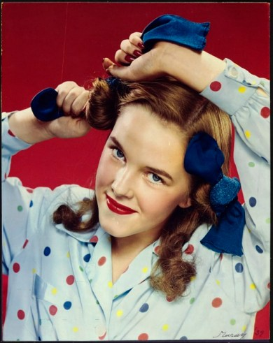 1939_curlinghairwithsocks