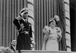 King_George_VI_and_Queen_Elizabeth_acknowledge_the_crowds_at_Toronto_City_Hall_during_the_1939_Royal_Tour_of_Canada