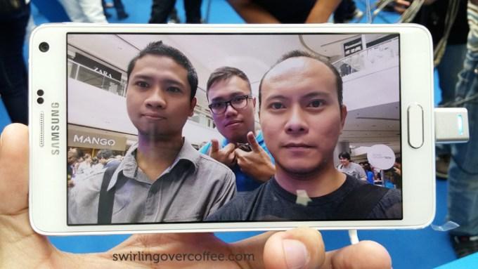 Samsung Galaxy Note 4 Group Selfie Beauty Shot