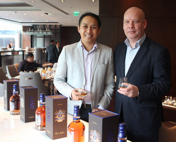 Mr. Mark Arreza, Brand Manager of Pernod Ricard Philippines (Left) and Mr. Darren Hosie, International Brand Ambassador - Asia Pacific (1280x1030)