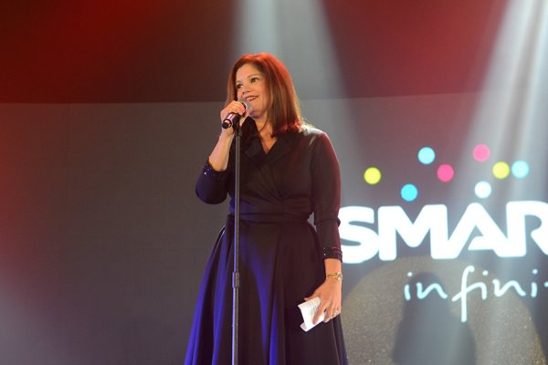 Smart Infinity Head Julie Carceller introduces the 'trifecta' of experiences that only Smart can offer: Les Miserables, the latest Samsung Galaxy Note 5 and Galaxy S6 Edge+, and premium travel perks from PAL Mabuhay Miles
