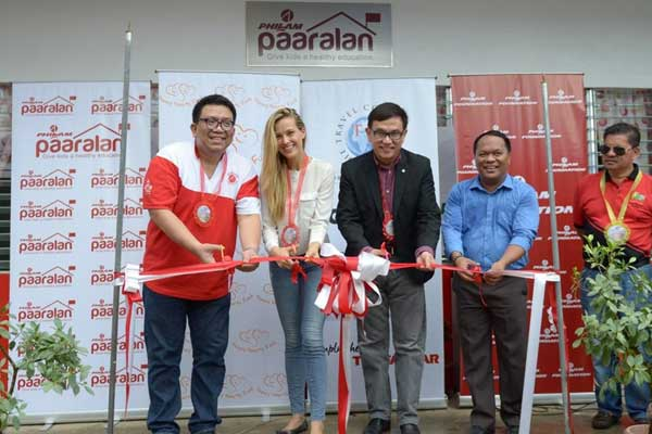 From left to right: Max G. Ventura, President of the Philam Foundation; Petra Nemcova, founder of the Happy Hearts Fund; Robin Yap, President of The Travel Corporation (Asia); Gerry B. Raynes, Principal/Director of Alangalang Elementary School; and Loreto T. Yu, Municipal Mayor of Alangalang, Leyte.