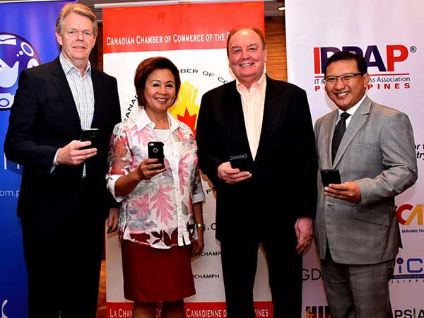 (L-R) Globe Senior Advisor for Enterprise and IT-Enabled Services Group Mike Frausing, Canadian Chamber of Commerce Executive Director Cora de la Cruz, Canadian Chamber of Commerce President Julian Payne, and IT and Business Process Association of the Philippines Chairman of the Board of Trustees Danilo Reyes hold up their mobile phones to recognize Globe Telecom as connectivity provider of the event.