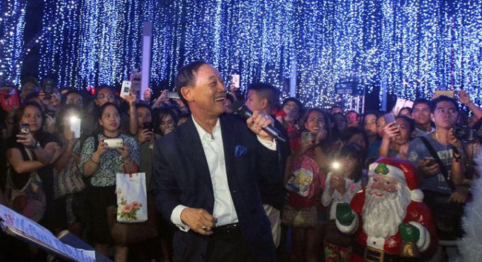 Samsung Christmas Giveaways, Jose Mari Chan
