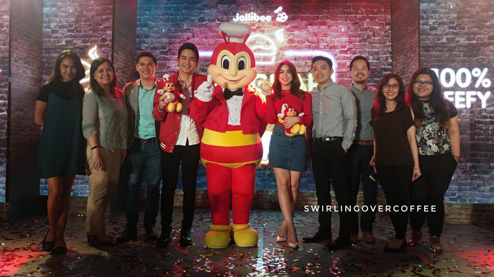 Joining Jollibee to welcome Joshua Garcia and Julia Baretto are Jollibee Philippines' Marketing Team (L-R): Brand PR and Engagement Manager Cat Triviño, Brand Communications and Digital Director Arline Adeva, Assistant Vice President for Flagship Category Kent Mariano, Global Chief Marketing Officer and Philippines Head of Marketing Francis E. Flores, Brand Manager for Burgers Mathew Whang, Assistant Brand Manager Beatriz Cruz, and Brand PR and Engagement Specialist Celina Tan.