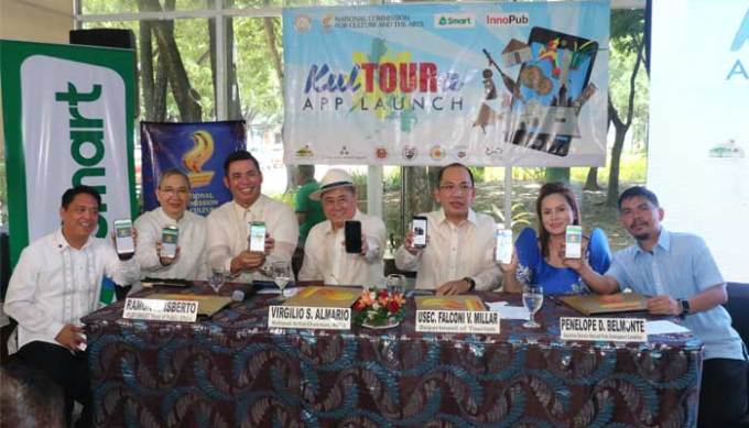 Representatives from Smart, NCCA, DOT and InnoPub sign the memorandum of agreement for the KulTOURa app at Rizal Park Visitors Center.