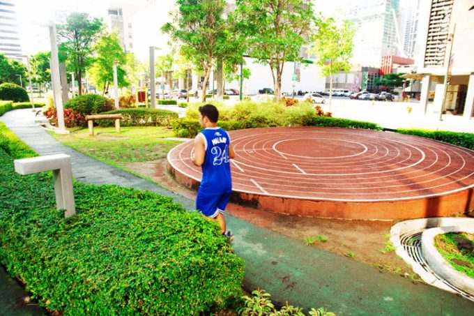 A Quick Guide to Exploring Bonifacio Global City, Track 30