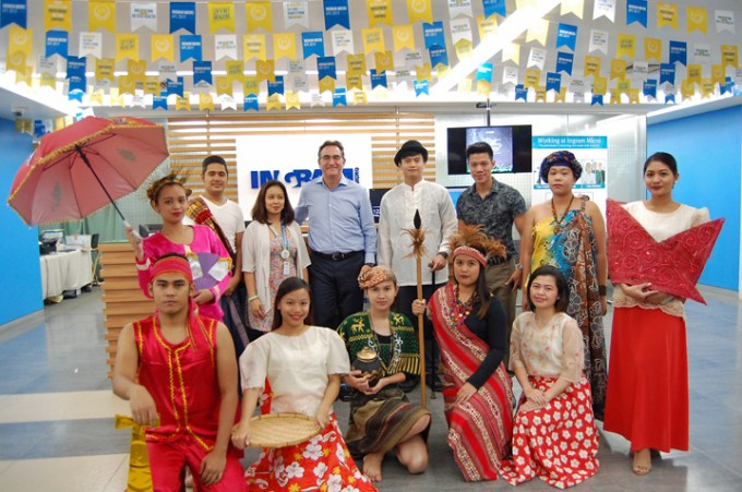 Chief HR Officer Scott Sherman (center) gamely joined the Ingram Micro Manila center associates for a quick photo shoot during the #PinoyOOTD Dress-up Day, celebrating the Filipino heritage in commemoration of Filipino Language Month.