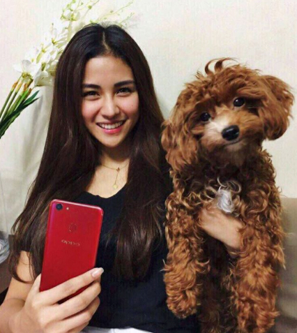 Sanya Lopez holds the OPPO F5 Red