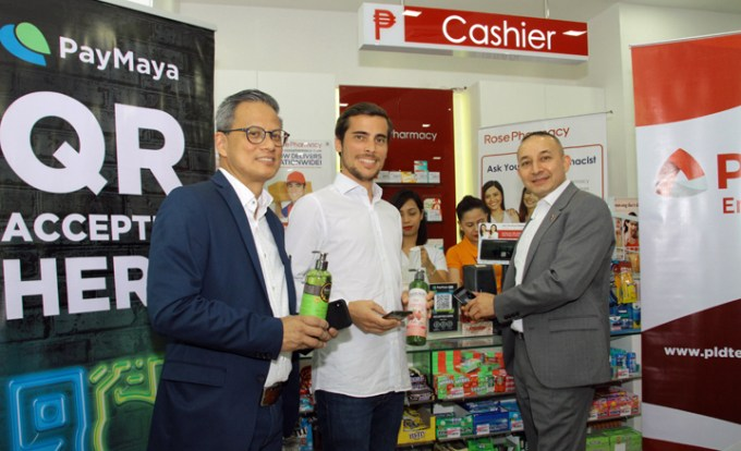L-R: PLDT AVP and Corporate Business Head for Visayas-Mindanao Jimmy Chua, PayMaya COO and Managing Director Paolo Azzola, and Rose Pharmacy, Inc. CEO Charlie Bettencourt during the ceremonial launch of PayMaya QR in the Rose Pharmacy branch in Cebu IT Park.