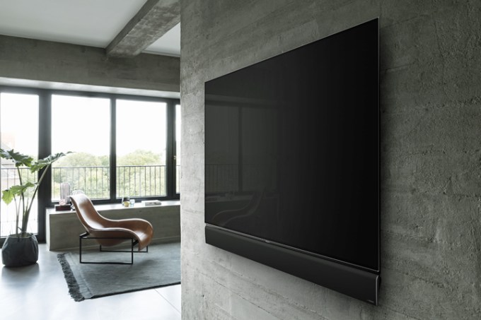 The Panasonic FZ1000 Series 4K PRO HDR OLED TV has the same powerful features as the FZ950 Series but boasts of an upgraded Dynamic Blade Speaker, with Technics engineers responsible for every stage of development, from mechanical and electrical circuit design through to sound tuning, to produce best in class sound for an integrated TV speaker. It has a 40 percent volume increase, with no less than eight multiple speaker units – four larger woofers, four squawkers and two tweeters, plus a quad passive radiator to boost bass. Design aesthetics have also been enhanced, with the sound blade able to be wall mounted completely flush with the TV. FZ1000 is available in 65-inch and 55-inch panels.
