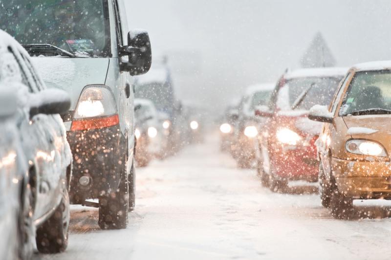 Consigli per guidare in sicurezza sulla neve, ghiaccio o con il freddo