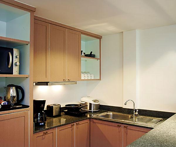 small kitchen island retro lighting 套房小厨房 普吉岛瑞士酒店 瑞士酒店及度假村