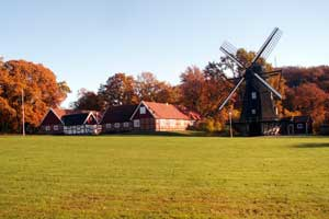 Perslunds hembygdsgård i höstskrud