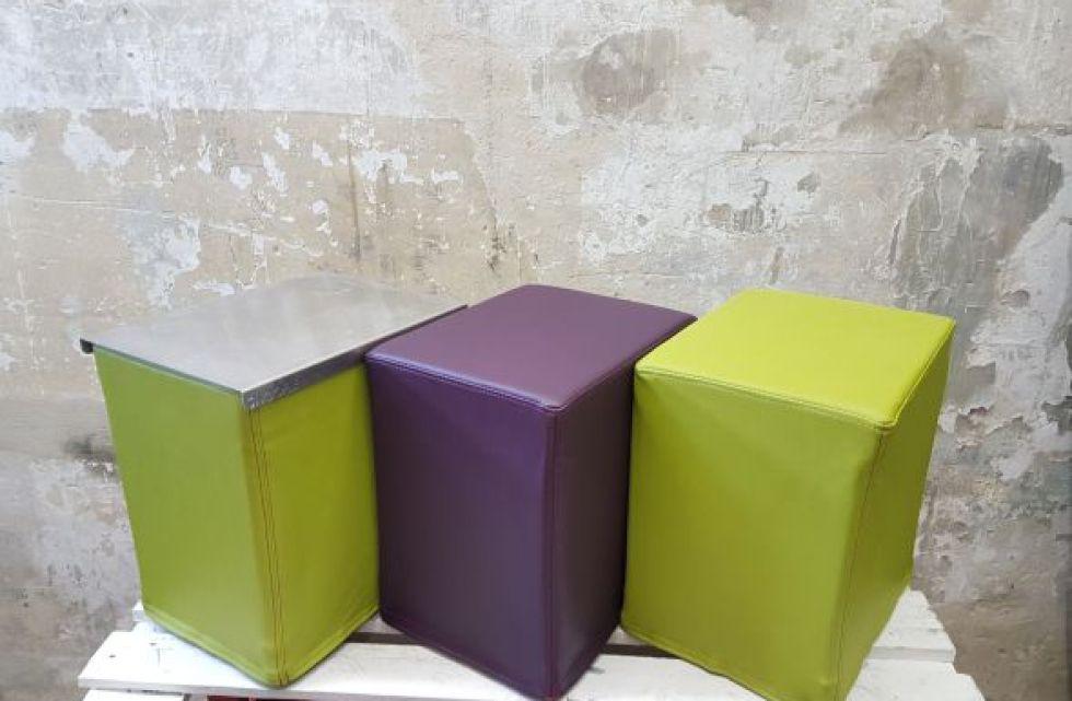 Das Foto zeigt FlatCubes von SWOOFLE. Passend zur Farblehre in der Farbkombination - grün lila grün silber - SWOOFLE Mietmöbel