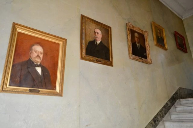Celebrating Heritage Days in Marseille, France: Chambre de commerce, portraits