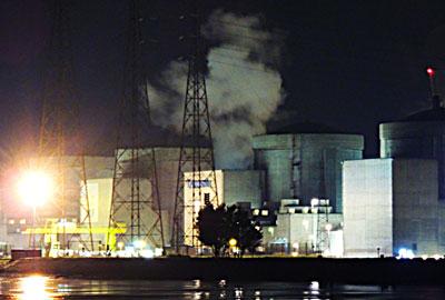 Photo du geyser de vapeur s'échappant de la centrale nucléaire du Tricastin © Next-Up