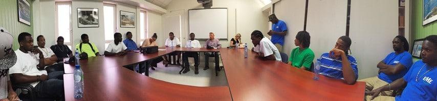 Salle de debrief, présentation du projet, de son contenu, échanges d'expériences et perspectives d'avenir…