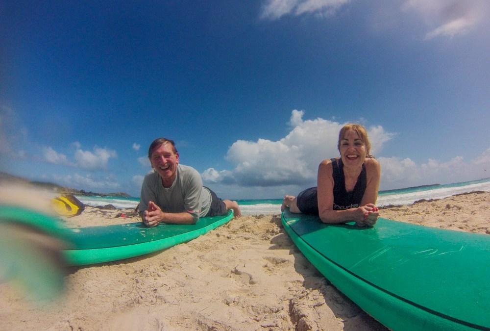 Pas d'âge pour apprendre à surfer !