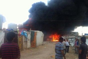 حريق اندلع في مخيم اللاجئين السوريين بمنطقة الوزاني جنوبي لبنان
