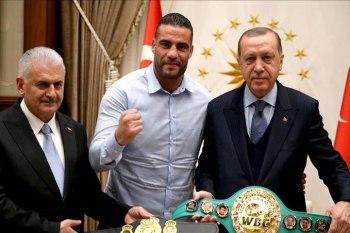 استقبل الرئيس التركي، رجب طيب أردوغان، بطل العالم في الملاكمة، الألماني من أصل سوري