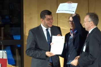 الباحث الدكتور عبدو محلي ابن ريف حلب الشمالي يفوز بجائزة أفضل بحث علمي عن أمراض الكبد لعام 2018 في ألمانيا