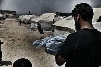 خيام الموت.. وفاة طفلة هجرها النظام من الغوطة إلى مخيمات الشمال السوري