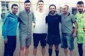 السومة يلعب كرة القدم مع نجلي الأسد وآصف شوكت