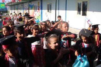 أيتام يبدأون تعليمهم الأساسي بعد تخرجهم من روضة في حلب