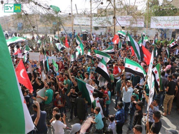 المتظاهرون في معرة النعمان يطالبون بإسقاط النظام
