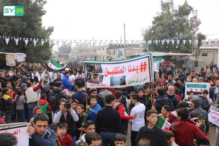بدنا المعتقلين.. خروج مظاهرة في ترمانين بريف إدلب