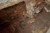 ما علاقة الشركات الإيرانية بالعثور على لوحة أثرية رومانية في الرستن؟